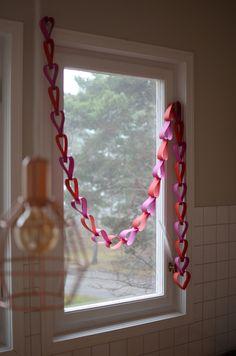 DIY: enklaste pysslet för Alla Hjärtans Dag – hjärtgirland av papper | Hemma med Helena