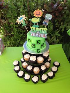 Plants vs Zombies cake by: Yummy Cake Delights