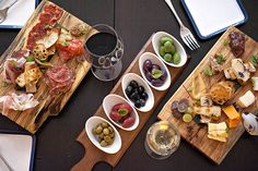 Events in toronto: Summerlicious announces 2015 restaurant list Plateau Charcuterie, Charcuterie Plate, Charcuterie And Cheese Board, Olives, Best Restaurants In Toronto, Cheese Display, Flat Iron Steak, Tapas Recipes, Meat And Cheese