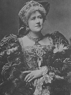 Ellen Terry as Queen Katherine