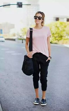 Styles urbains, comment porter, jogger pants outfit dressy, black joggers o Black Joggers Outfit, Jogger Outfit, Casual Chic, Sporty Chic, Summer Outfits, Casual Outfits, Cute Outfits, Casual Pants, Look Fashion