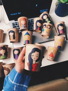Coffee Cup Art, Coffee Cup Design, Disney Cups, Disney Art, Diy Eid Gifts, Elements Of Art Color, Pink Mobile, Ramadan Crafts, Popsicle Crafts