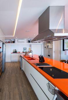 Cozinha laranja. Orange kitchen - Pitaia arquitetura
