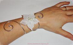 Bracelet mariée, mariage fleur de soie ivoire