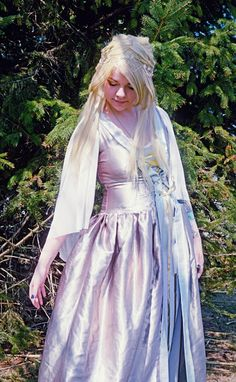 Lord of the Rings Elf Cosplay http://geekxgirls.com/article.php?ID=5275