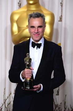 """Oscar win 2013 for Daniel Day Lewis in """"Lincoln""""----------Best Actor"""