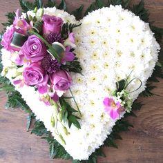 Funeral heart Condolence Flowers, Sympathy Flowers, Funeral Floral Arrangements, Church Flower Arrangements, Purple Christmas Tree Decorations, Flower Decorations, Church Wedding Flowers, Funeral Flowers, Plant Crafts