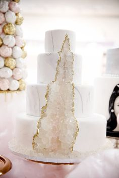like water for chocolate wedding cake Cool Wedding Cakes, Beautiful Wedding Cakes, Wedding Cake Designs, Wedding Desserts, Wedding Cake Toppers, Beautiful Cakes, Chocolate Wedding Cakes, Romantic Wedding Cakes, Wedding Rings