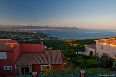 Traumhaus mit Meerblick in den Bergen von Les Issambres, hier bietet sich ein wunderschöner abendlicher Blick auf die Bucht von Fréjus