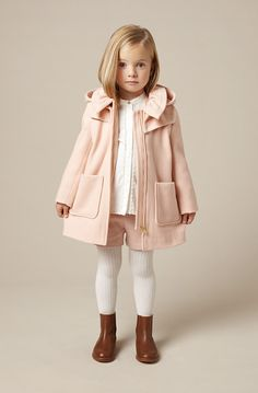 bonitos conjuntos de ropa para niñas otoño-invierno Chloé bonitos conjuntos de ropa para niñas otoño-invierno See more children's clothes at // Deux Par Deux // kids clothes // kid style // fashion for kids Little Girl Outfits, Little Girl Fashion, Toddler Fashion, Toddler Outfits, Children Outfits, Fashion For Kids, Kids Winter Fashion, Little Girl Style, Children Style