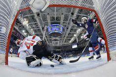 Поцелуи и падения: Самые яркие кадры четвертого дня Олимпиады-2014