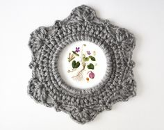 Crochet - Ornate Picture Frame Pattern by JaKiGu