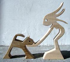 Escultura de madera Marly la mujer es de arce, el gato en nogal (previa solicitud que puedo hacer al revés) la mujer es de 14 cm de alto, 11 cm de ancho y 2 cm de grosor el gato es de 7 cm, 9 cm de ancho y 2 cm de grosor realiza una hermosa mañana de septiembre escucha a Bárbara Lo