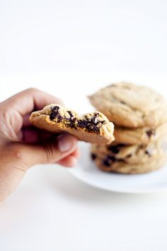 brown butter dark chocolate chip cookies with sea salt