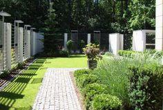 Nowoczesny ogród z trawami - Tajemniczy Ogród Garden Modern, Sidewalk, Modern Gardens, Side Walkway, Walkway, Walkways, Pavement