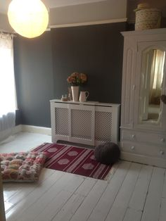 Farrow and ball Downpipe walls White gloss painted floorboards (spare room)
