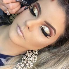 Make up course Glam Makeup, Gold Eye Makeup, Smokey Eye Makeup, Cute Makeup, Bridal Makeup, Makeup Art, Wedding Makeup, Hair Makeup, Makeup Ideas