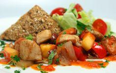 Enkel og smaksfull kyllingrett med klassisk salat Kung Pao Chicken, Ethnic Recipes, Food, Eten, Meals, Diet