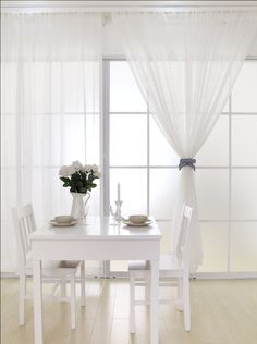 Decoración-de-interiores-con-cortinas-blanca