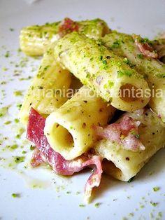 Pasta with prosciutto and pistachio pesto Wine Recipes, Pasta Recipes, Great Recipes, Cooking Recipes, Favorite Recipes, I Love Food, Good Food, Yummy Food, Rigatoni