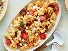 Tortellini Caprese Salad This pasta dish is as eye-catching as it is cheesy. Cheesy tortellini tossed with small pearls of mozzarella create a dish that highlights the various hues of heirloom cherry tomatoes. Caprese Salat, Tomato Caprese, Caprese Salad Recipe, Salad Recipes, Lunch Recipes, Pasta Recipes, Dinner Recipes, Bruschetta Recipe, Kitchens