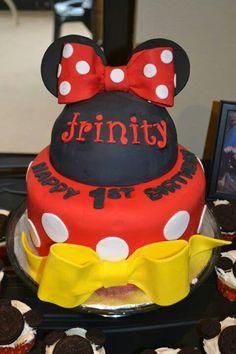 Minnie mouse birthday cake Minnie Mouse Birthday Cakes, Minnie Mouse Party, Mouse Parties, Mini Mouse, 1st Birthday Parties, 1st Birthdays, Birthday Ideas, Cute Cakes, Disney Mickey