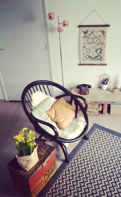 rotan stoel #diy #vloerkleed #karwei #vintage #kist