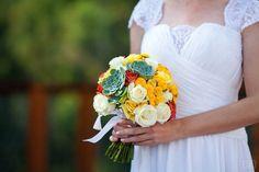 Buquê com muitas cores e suculentas, nada mais charmoso e romântico!!