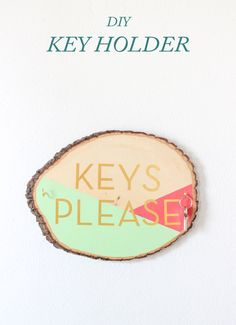 DIY Wooden Slab Key Holder, click through to see the full tutorial! (using the Silhouette & Silhouette's gold foil!)