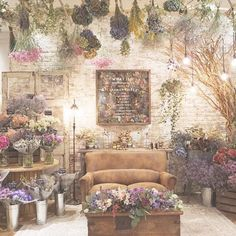 *what if...* もしもお花屋さんだったら。 新婦harukaさんの夢の空間。 かつてないほどに花、花、花! バケツにごっそり花を束ねて。 よーくみると日本語でもなく¥でもない 海外のお花屋さんのような値札をつけて。 可愛らしいアンティーク花屋さん♡ decoration designer @itaya.tsg #TRUNKBYSHOTOGALLERY #banquet #flower #結婚式 #結婚式準備 #ウェディング #ウェディングブーケ #ウェディングフォト #ウェディングドレス #ウェディングレポ #フローリスト #お花屋さん #インテリア #ドライフラワー #高砂 #高砂ソファ #メインテーブル #ゲストテーブル #席札 #プレ花嫁 #卒花 #2017春婚 #2017秋婚 #花のある暮らし #フラワーショップ #ブーケ #花束 #入籍 #プロポーズ #ナチュラルウェディング