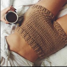 A morning with SHORT SHORTS and ☕️  by @storiesofb #wool #shorts #heartworking #knitwear #australia #ilovemrmittens