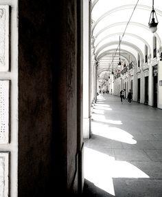 Torino. Via Sacchi. Portici bianchi. 2013