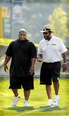 Pittsburgh Steelers Retired Players List | Steelers' Casey Hampton walks and talks with Hall of Famer and former ...