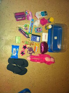Blog with shoe box ideas, examples, DIYs. Year long Operation Christmas Child!! :)