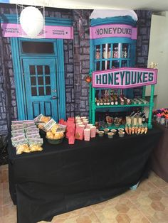 Harry Potter Candy Buffet, Harry Potter Süßigkeitenbuffet Source by Harry Potter Fiesta, Harry Potter Candy, Cumpleaños Harry Potter, Harry Potter Halloween Party, Harry Potter Wedding, Harry Potter Birthday, Harry Potter Parties, Harry Potter Themed Wedding, Diy Halloween