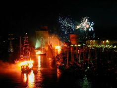 Feu d'artifice et grand pavois...un spectacle inoubliable | La Rochelle | Charente-Maritime Tourisme #charentemaritime | #FeuArtifice | #GrandPavois | #night