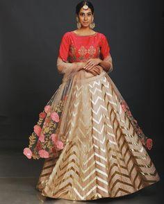 Designer Bridal Lehenga, Bridal Lehenga Choli, Indian Lehenga, Indian Fashion Dresses, India Fashion, Indian Outfits, Choli Designs, Lehenga Designs, Party Wear Lehenga