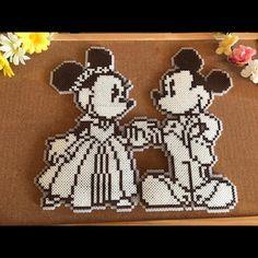 Wedding ボード ミッキー No.37 インテリア(インテリア雑貨)が通販できます。アイロンビーズで作ったweddingミッキーの出品です\♪♪/※商品をご覧になる前に必ずプロフの確認をお願いいたします(o・・o)/☆weddingボード☆新婚さんにプレゼント☆結婚されたお家のインテリアいかがでしょうか?♪̊̈♪̆̈写真では、コルクボードに貼っていますが通常、ビーズ作品のみで発送いたします。料金もミッキー&ミニーのみとなります。コルクボードも欲しい方はお値段変更あって+800円となります。お客様ご自身でコルクボードにお花などを貼り付けて自分流でお作りされるのも楽しいかと思います。✤WEDDINGという文字もお作りできます。その場合、+200円でお作りします。♡の形などもお作りできます。大きさたて→約33㌢何か質問のある方は気軽にコメント下さい(ˊᵕˋ)その他、色々出品、更新していきますので是非是非ご覧ください⁽⁽ଘ(ˊᵕˋ)ଓ⁾⁾素人の作成のため、細い方、神経質な方、ハンドメイドをご理解頂けない方はご購入お控えくださいꉂ☻