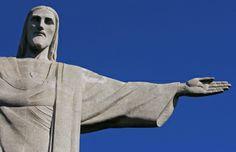 Cristo Redentor com céu azul