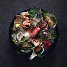 Japanese Food Sushi, Japanese Dishes, Sushi Japan, Sashimi Sushi, Pork Fillet, Sushi Plate, Salmon Sushi, Food Presentation, Food Design