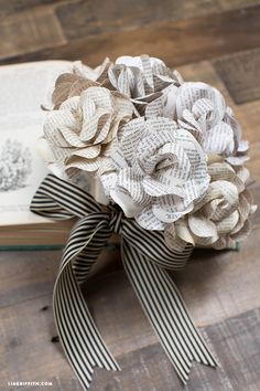 Vintage Book Page Flowers is part of DIY Book Crafts Paper Roses - This super creative bouquet of paper flowers is made with vintage book pages makes for an interesting statement piece Template and tutorial by Lia Griffith Paper Flowers Diy, Fake Flowers, Flower Crafts, Fabric Flowers, Ribbon Flower, Flower From Paper, Paper Bouquet Diy, Craft Flowers, Flower Diy