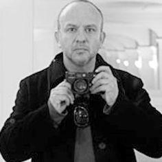 """Bob Wolfenson, fotógrafo, trabalha em diversos segmentos do ramo. Ganhador de muitos prêmios, em 2008, foi laureado como melhor fotógrafo em duas categorias: Moda e Publicidade, prêmio """"Melhor da Fotografia no Brasil"""" e """"Prêmio Moda Brasil""""."""