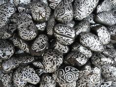 The stones have the longest memories. Maori Patterns, Polynesian Art, Maori Designs, Atelier D Art, Jr Art, Maori Art, Getting Hungry, Easy Gifts, Stone Painting