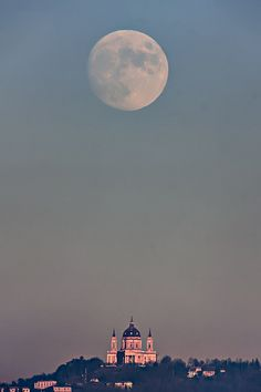 La luna sopra Superga. Torino, Piemonte, Italia| Flickr - Photo Sharing!