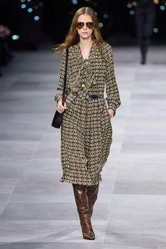 Celine Spring 2020 Ready-to-Wear Fashion Show - Vogue Fashion Week Paris, Fashion 2020, Runway Fashion, High Fashion, Fashion Trends, Fashion Quiz, 70s Fashion, Haute Couture Style, Couture Mode