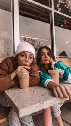 Here's for my BFF she loves Emma Chamberlain Bff Pics, Cute Friend Pictures, Cute Pictures, Best Friends Shoot, Cute Friends, Fall Friends, Best Friend Fotos, Shotting Photo, Photographie Portrait Inspiration