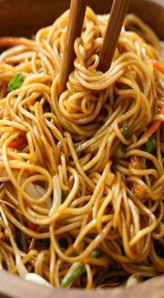 Awesome noodle dish for dinner. and Drink soy sauce Soy Sauce Noodles Mie Noodles, Soy Sauce Noodles, Hibachi Noodles, Spicy Thai Noodles, Lo Mein Noodles, Garlic Noodles, Asian Noodles, Asian Recipes, Healthy Recipes