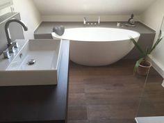 Einbau-Dokumentation eines Badeloft-Kunden anhand der freistehenden Badewanne BW-04: Modern Badezimmer von Badeloft GmbH