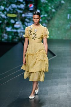 Nithya Reddy at Lotus Make-Up India Fashion Week spring/summer 2020 Pakistani Fashion Casual, Indian Fashion Trends, Indian Designer Outfits, Fashion Ideas, India Fashion Week, Lakme Fashion Week, Runway Fashion, Fashion 2020, Fashion Women
