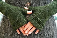 Susie Rogers' Reading Mitts - Free Knitting Pattern